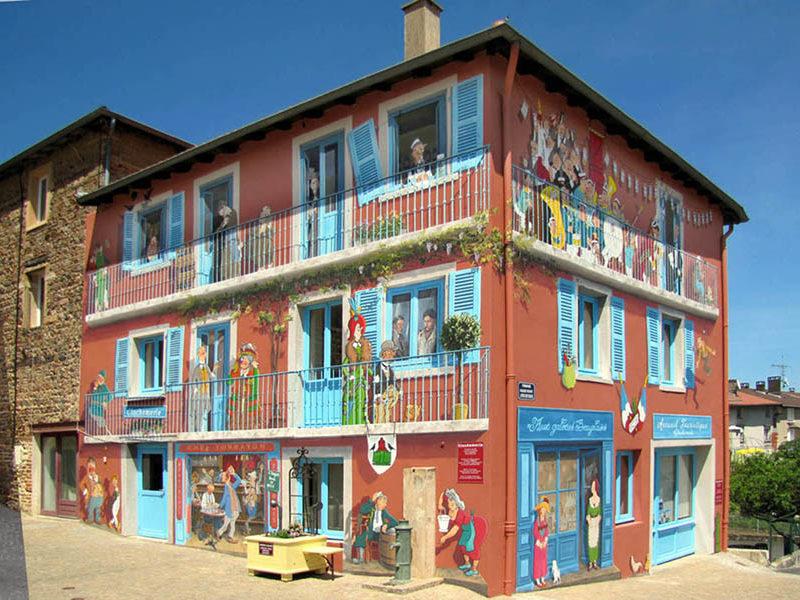 A Fresco - Accueil. Fresque Clochemerle - Vaux-en-Beaujolais - après